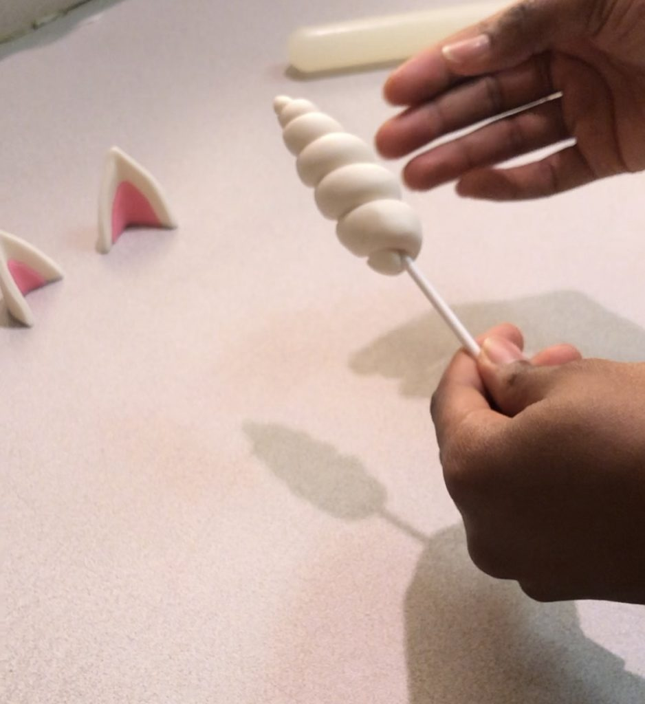 how to make a unicorn horn.