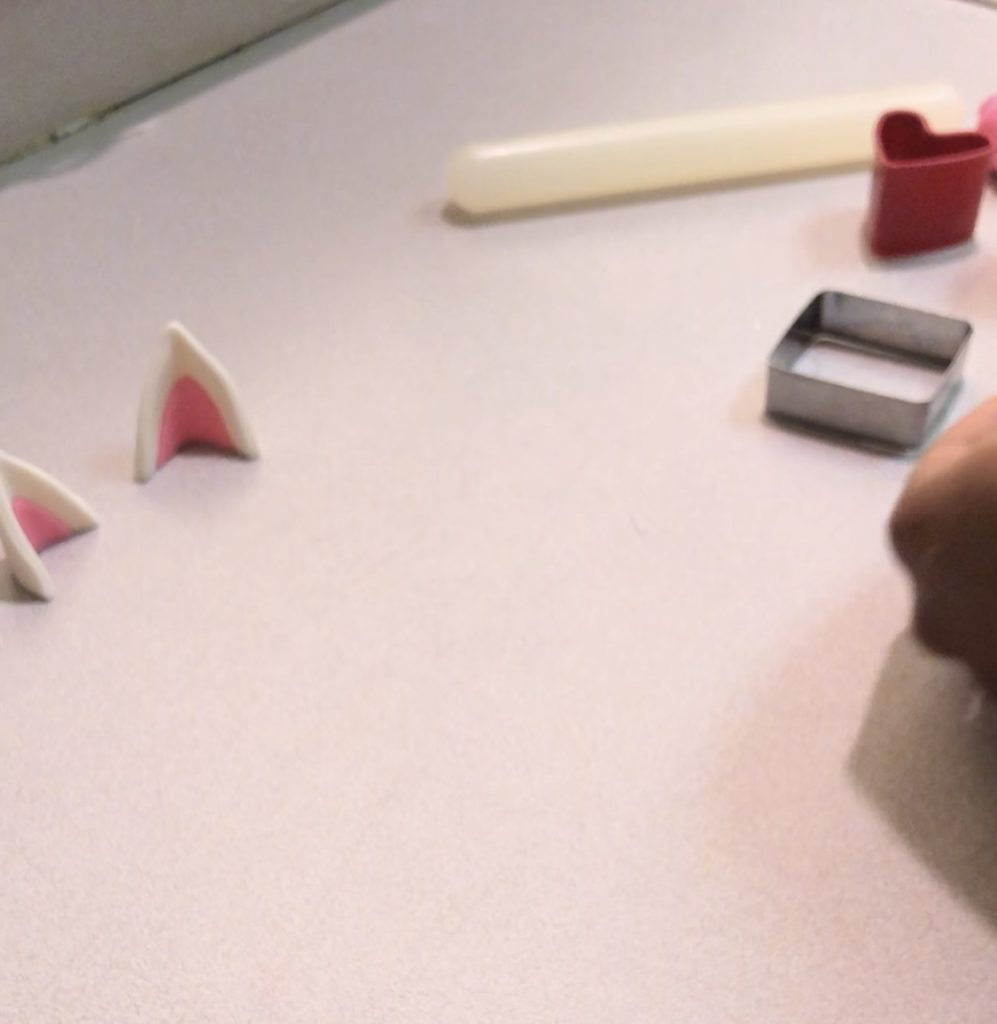 how to use fondant cutters.