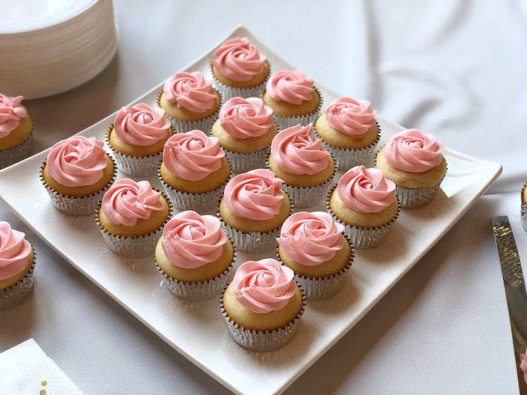 using natural light for cake photos